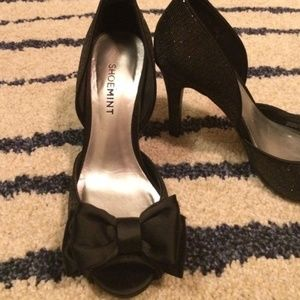 Shoe Mint Black Dressy Heels with Bow